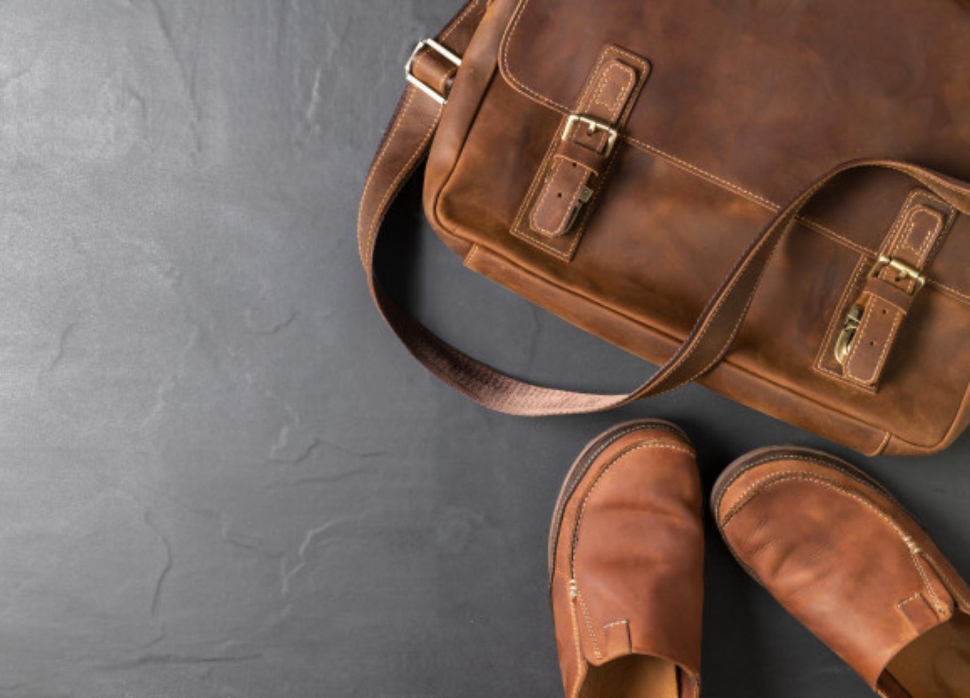 WHY EVERYONE SHOULD OWN A CAMO MESSENGER BAG
