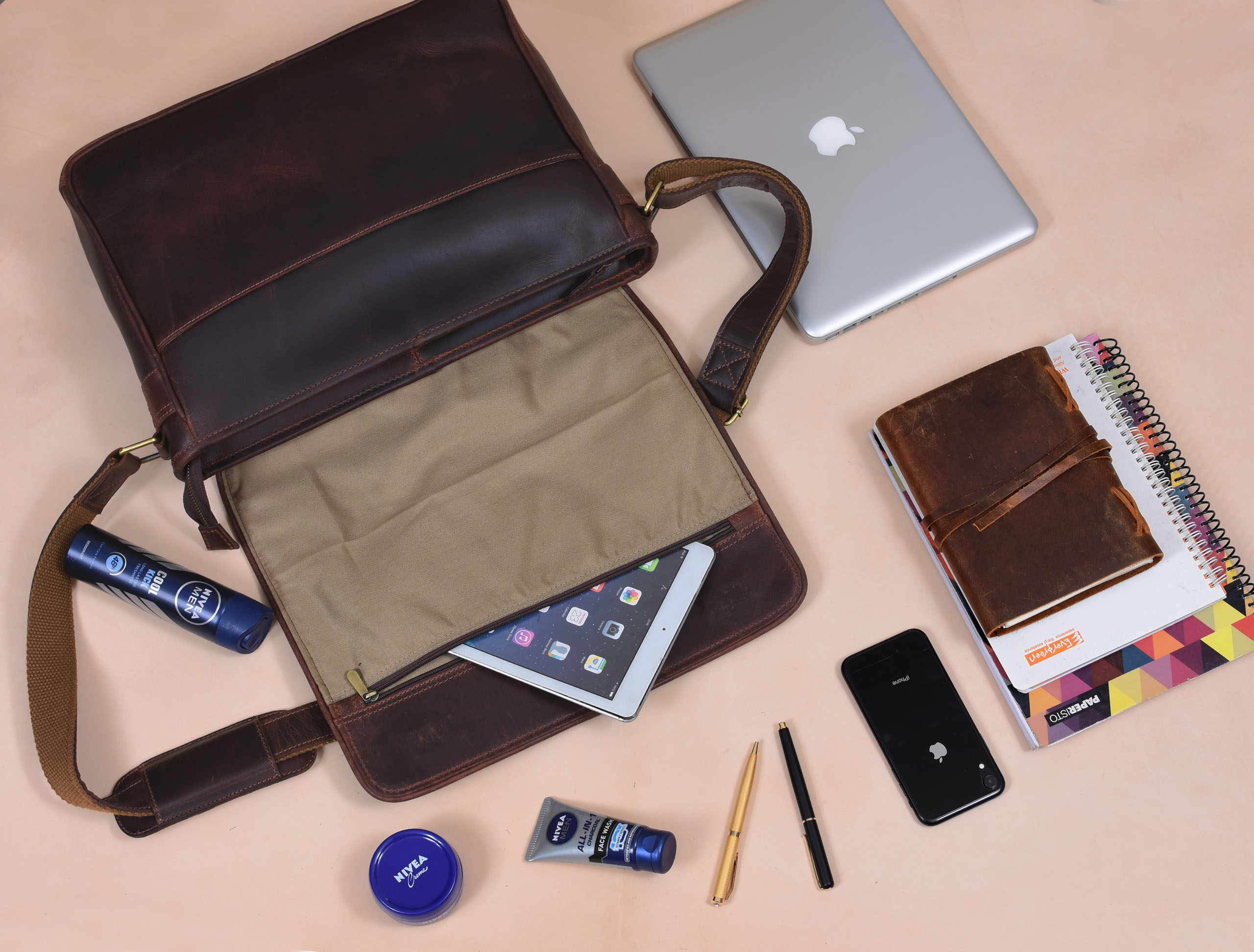 Get Back To Work With Handy Leather Messenger Bags