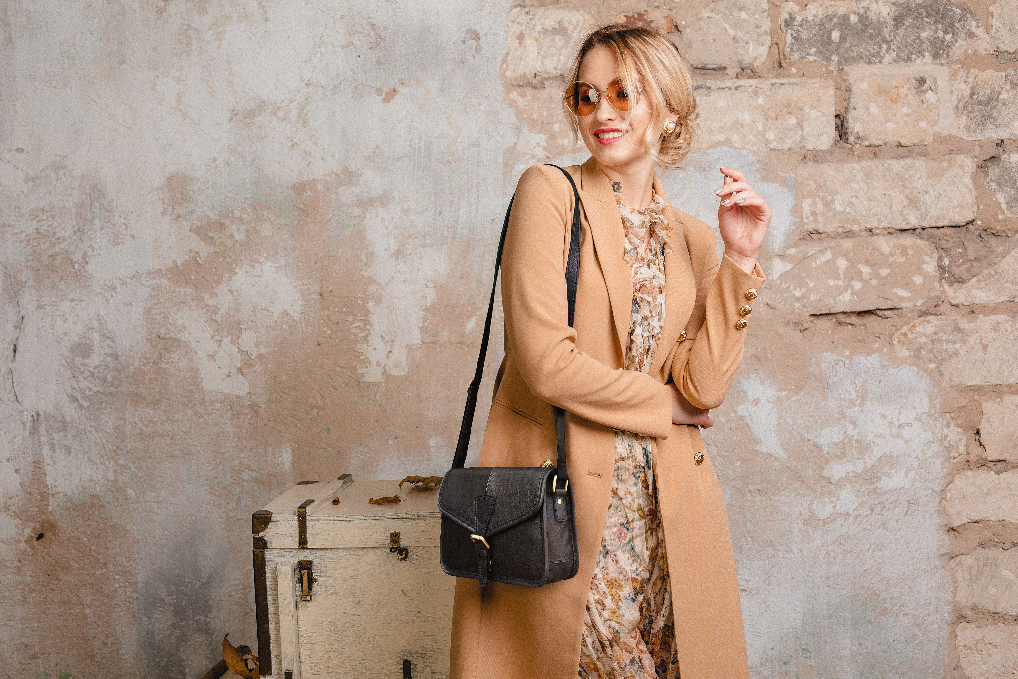 How to Choose The Right Colour Leather Bag